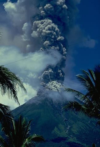 the day before mayon volcano eruption Mayon volcano is currently was measured at an average of 3,293 tonnes per day on 16 to observe seismicity and deformation before an eruption.