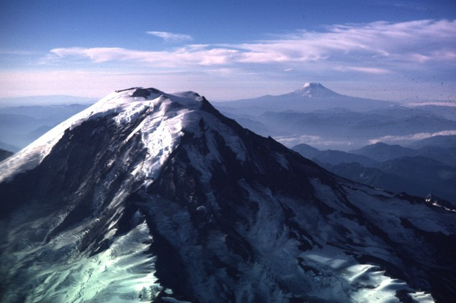 what type of eruption does mount adams have