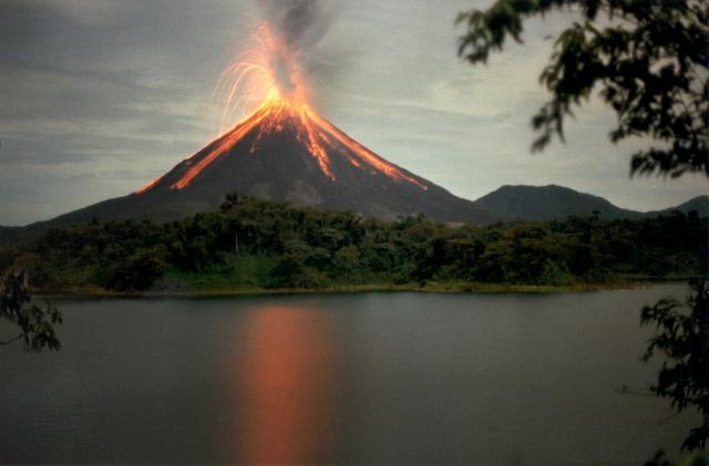 Resultado de imagen para arenal volcano