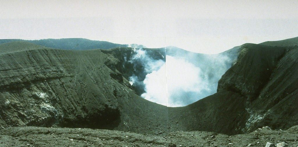 Kawah Verbeek, also known as Kapundan Tenga or Kepundan Tenga, is located at the western end of a chain of several historically active craters along an E-W line at the summit of Sumatra's Marapi volcano. Photo by Gede Suantika, 1992 (Volcanological Survey of Indonesia).