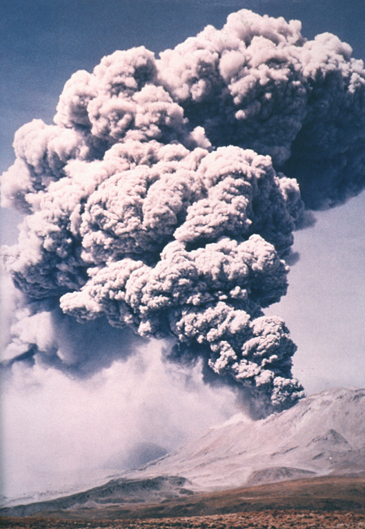 Major explosions April 19-20, 1993 produced eruption plumes that rose to 15 to 25 km altitude (10-15 km above the summit crater).  The eruption was accompanied by pyroclastic flows that traveled as far as 8.5 km to the NW, NE, and SE.  Ashfall occurred over large areas as far away as Paraguay, Uruguay, Brazil, and Argentina (including Buenos Aires, 1500 km to the SE).  The eruption was the largest in historical time at Láscar, ejecting more than 0.1 cu km of tephra.   Photo by Ricardo de la Peña, 1993 (courtesy of Oscar González-Ferrán, University of Chile).