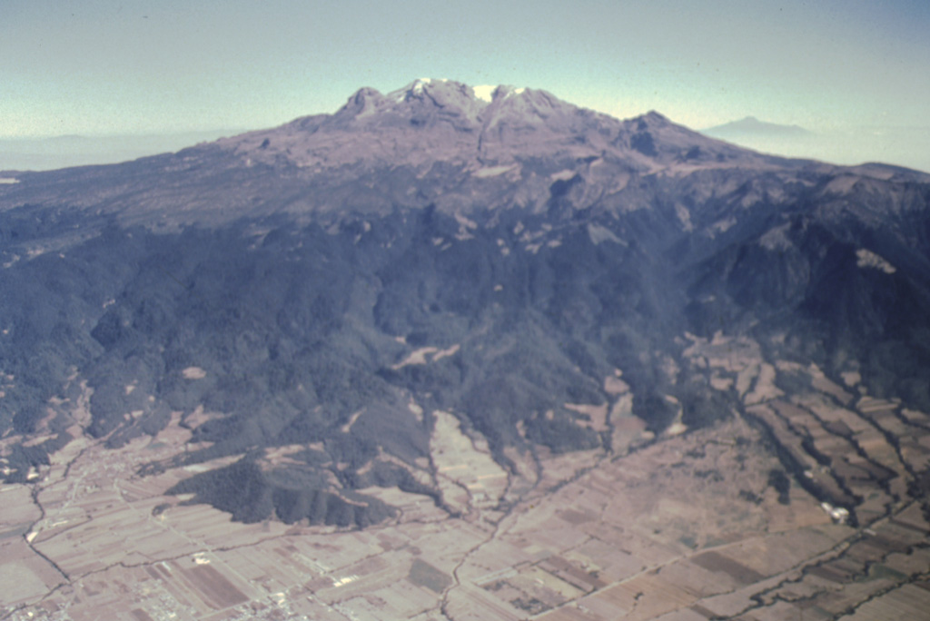 Iztaccíhuatl volcano rises more than 2500 m from the floor of the Valley of Mexico to form México's third highest volcano.  The profile of a sleeping woman that gives the volcano its name can be seen in this aerial view from the west.  The massive 450 cu km volcano is a composite of overlapping edifices that interfinger along a N-S-trending line. Photo by José Macías, 1995 (Universidad Nacional Autónoma de México).
