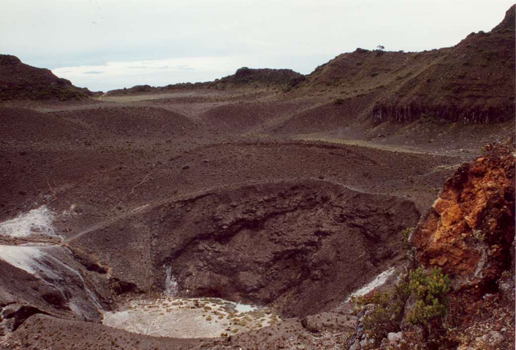The 50-m-deep central crater (seen here looking NE toward the breach in the large summit depression) and the SW crater were the site in 1866 of the last and largest historical eruption of Turrialba volcano.  Phreatomagmatic eruptions in January and February produced ashfall in Costa Rica's Central Valley for four days in January and three days in February.  Ash fell as far as Puntarenas and El Realejo in Nicaragua.  Pyroclastic surges traveled more than 4 km, and small lahars traveled down the Río Aquiares and presumably other valleys.   Photo by José Enrique Valverde Sanabria, 1996 (courtesy of Eduardo Malavassi, OVSICORI-UNA).