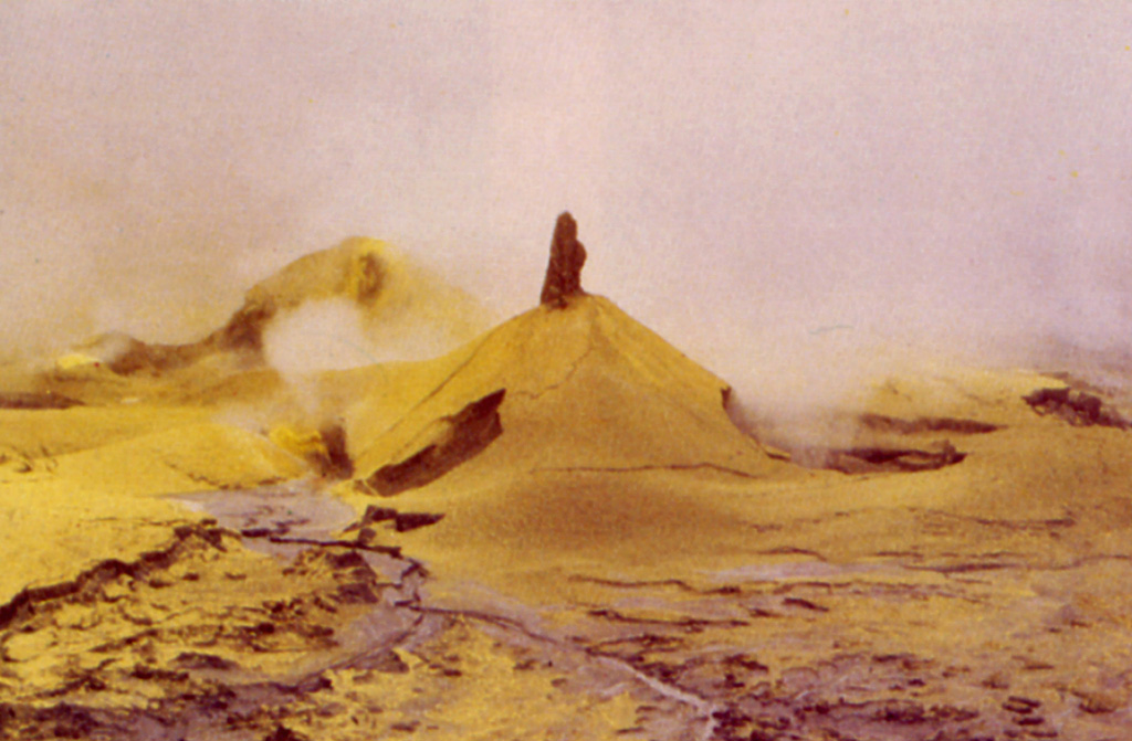 Small mud and sulfur cones up to 3 m high were formed during 1989 on the floor of the active crater.  A period of eruptive activity from June 1987 to June 1990 included geyser-like crater lake eruptions, the ejection of mud and pyroclastic sulfur, the formation of temporary small pools of liquid sulfur, and the emission of sulfur lava flows up to 30 m long.  Acidic gas plumes caused extensive damage to plantations on the volcano's flanks. Photo by Jorge Barquero, 1989 (Universidad Nacional Costa Rica).