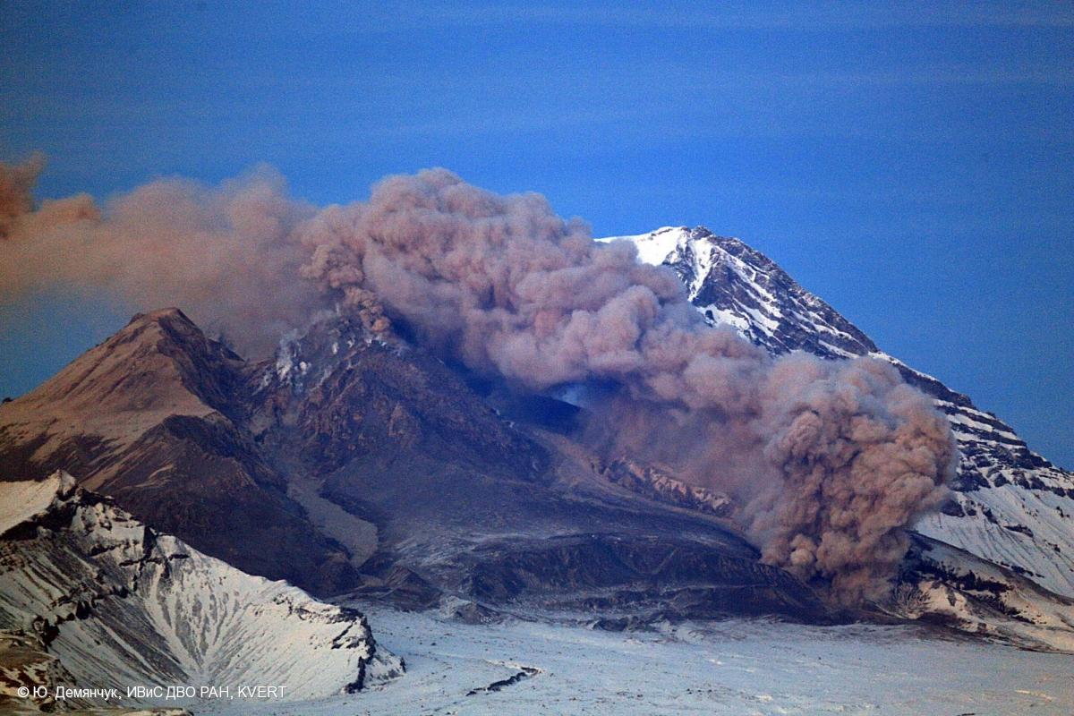 Russia, Kamchatka Mountain. Shiveluch Volcano.(3307m) — Stock ...